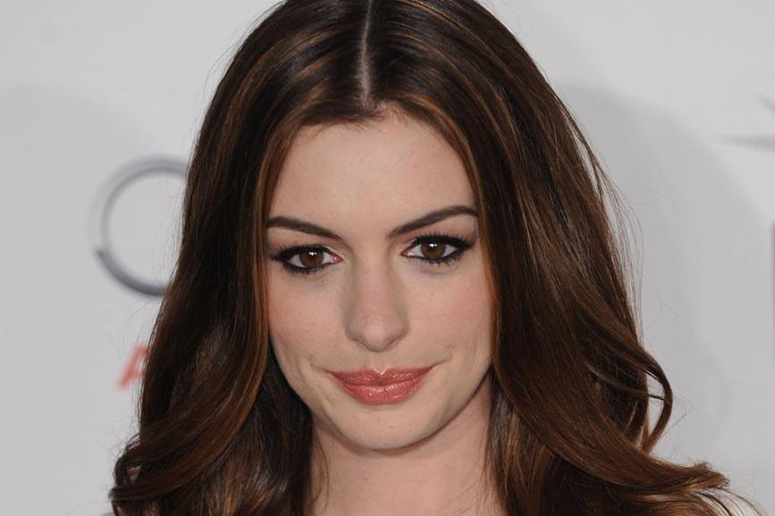 Anne Hathaway primissimo piano