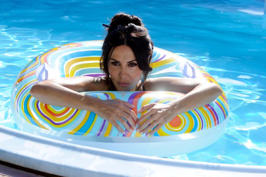 Sabrina Ferilli piscina