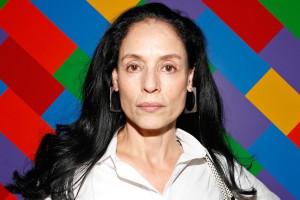 Sonia Braga sfondo colorato