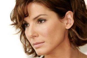 Sandra Bullock di profilo