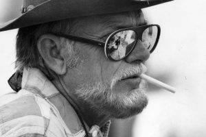 Sam Peckinpah baffi primo piano