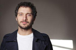 Claudio Santamaria giacca blu