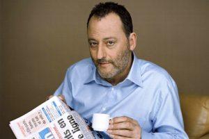Jean Reno caffè e giornale