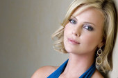 "Charlize Theron sosistuisce Brad Pitt in ""The Gray Man"""
