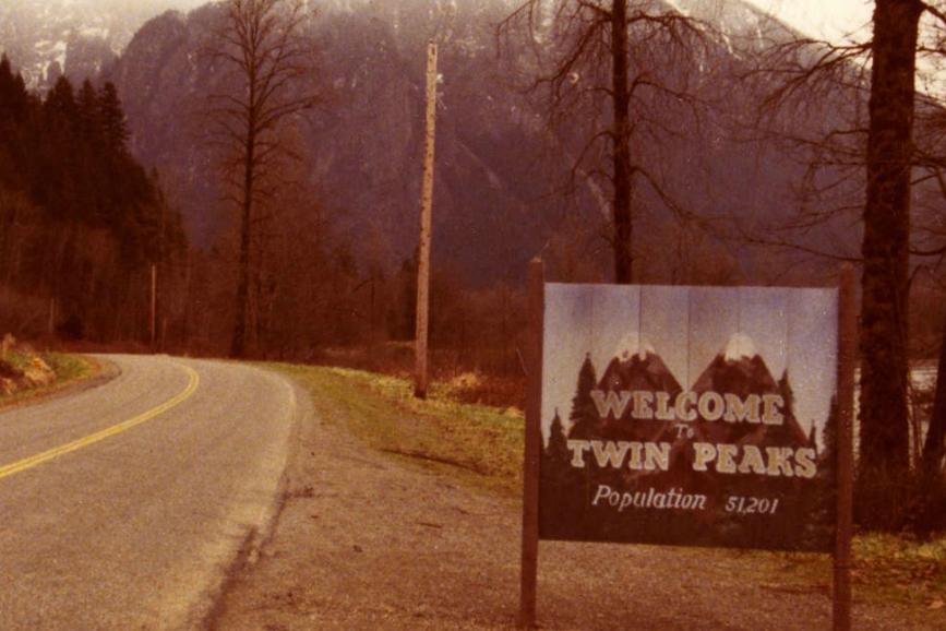 Twin Peaks: il celebre cartellone all'entrata della cittadina