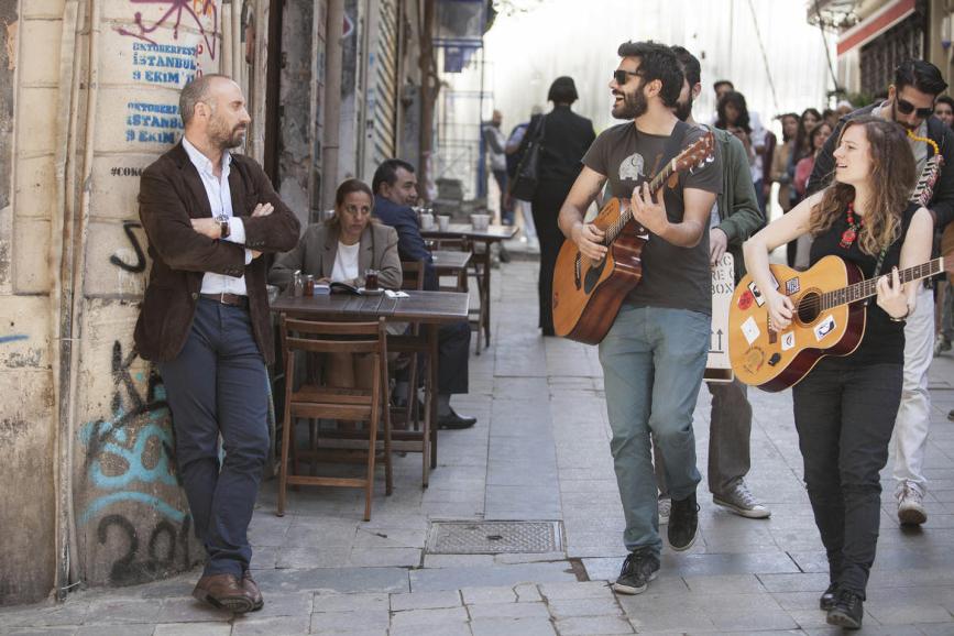 """""""Rosso Istanbul"""": scena nel quartiere di Galatasaray"""