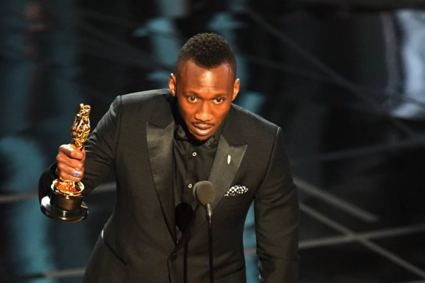 Oscar 2017: Mahershala Ali vince il premio come Miglior attore non protagonista.