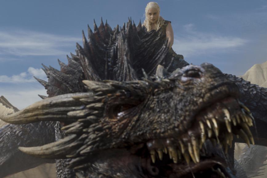 Daenerys e un drago, quest'ultimo sarà più grande in Game of Thrones 7
