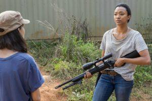 Sasha in una scena della quattordicesima puntata della settima stagione di The Walking Dead