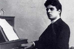 Pietro Mascagni al pianoforte