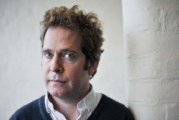 """Tom Hollander si unisce al cast del film drammatico """"A Private War"""""""